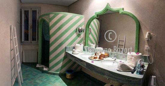 El Miria Palais Riad : Une salle de bain .. spacieuse