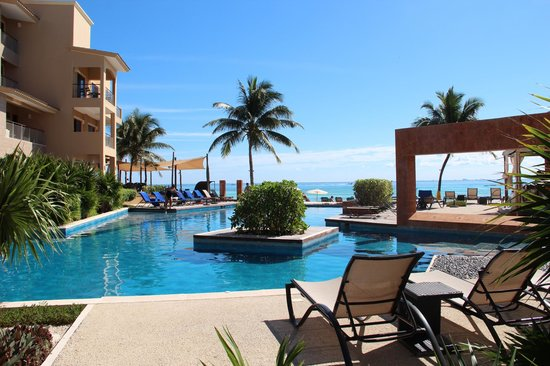 Residences El Faro : Large pool with great views