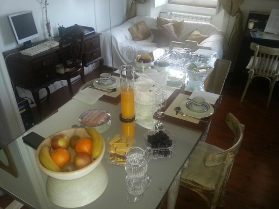 VBJ - Villa Branca Jacinta: Pequeno almoço com sumo natural :)