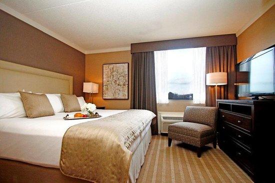 Ethan Allen Hotel: King Junior Suite