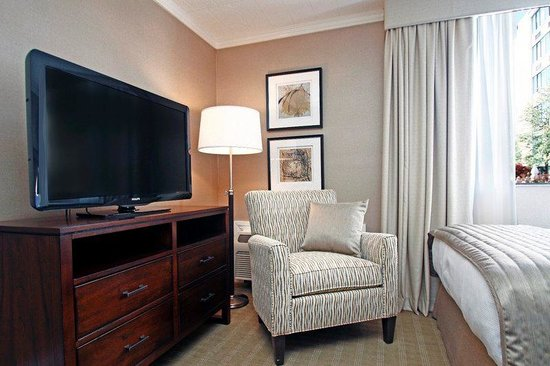 Ethan Allen Hotel: Flat Screen TVs In All Guest Rooms