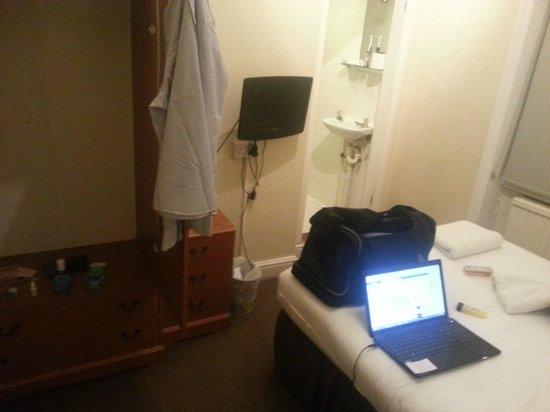 Swinton Hotel: The room