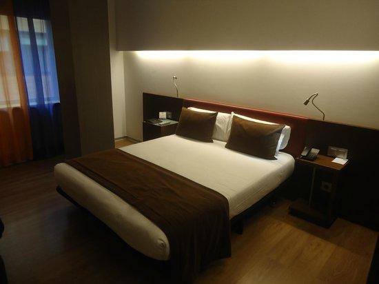 Ayre Hotel Gran Via: camera matrimoniale
