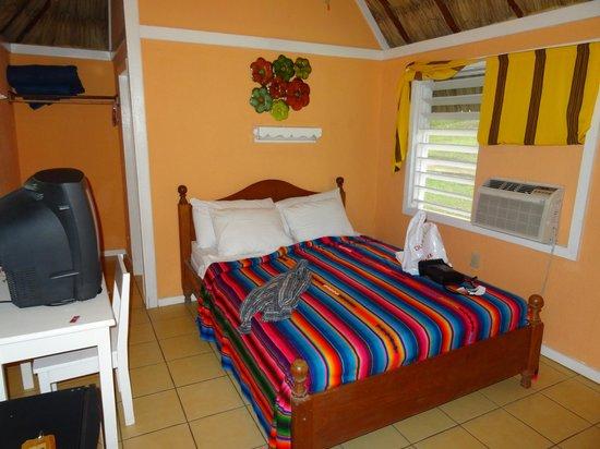 Cahal Pech Village Resort: Wohn-Schlafraum
