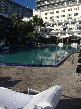 The Ritz-Carlton, South Beach: Pool