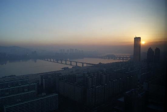 Conrad Seoul: Winter sunrise
