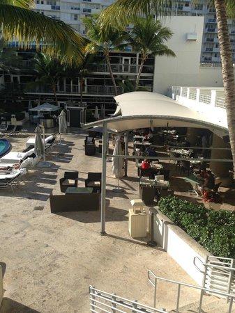 The Ritz-Carlton, South Beach : Pool Dining Area