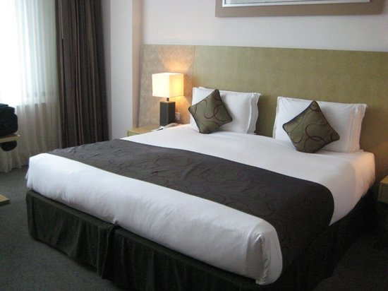 Park Plaza Cardiff: Bed, pillows not so great