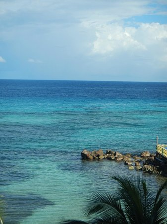 Franklyn D Resort & Spa: blue water