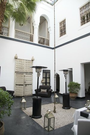 Dar Seven: courtyard salon