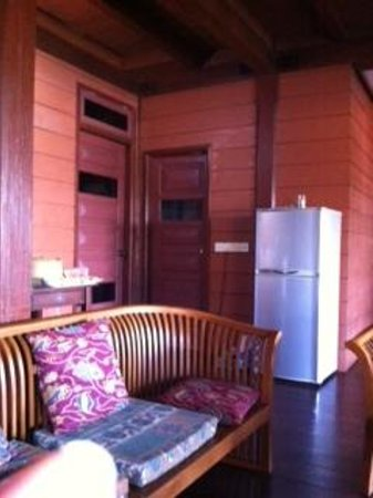 Sari Village Holiday Homes: Weird doors with glass panels, looking at groundfloor bedroom and bathroom