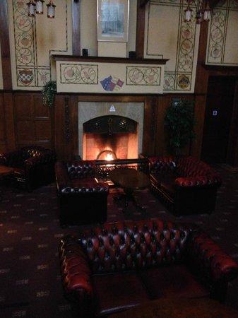 Elmbank Hotel : Main lounge