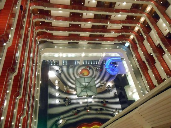 Le Meridien New Delhi: Esta é minha vista preferida do hotel, ao sair do quarto!