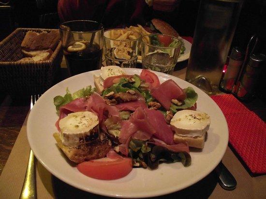 L'Aristide Café: Generous 'grande' salad