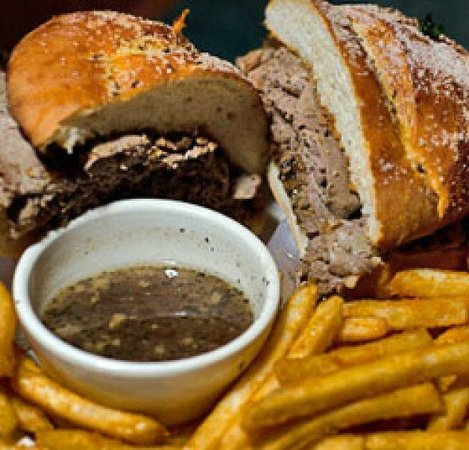 K-Rae's Waterway Bar & Grille: Certified Angus Beef on Weck w/French Fries