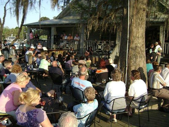 K-Rae's Waterway Bar & Grille: Typical Afternoon with Music