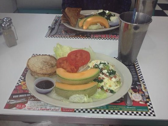 Richie's Diner: Egg white omelet w/spinach and a frothy diet coke w/lime