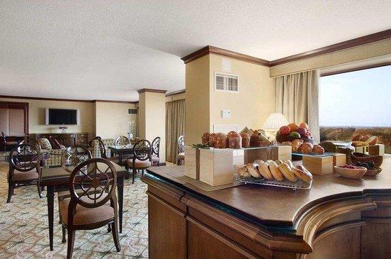Hilton Short Hills: Executive Lounge