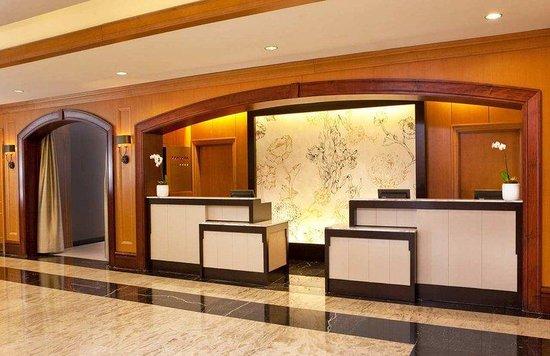 Hilton Short Hills: Lobby