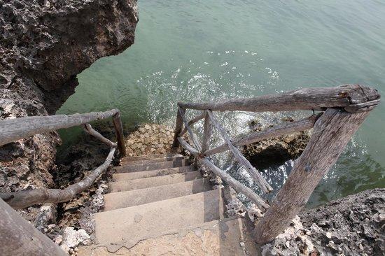 Karamba: Escaleras al Paraiso.. Directo de la Villa al mar