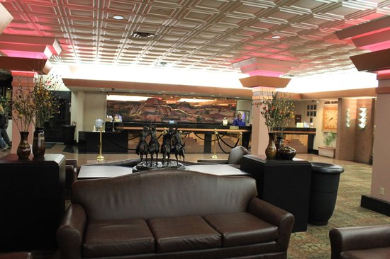 Best Western Premier Grand Canyon Squire Inn : resturant off of lobby