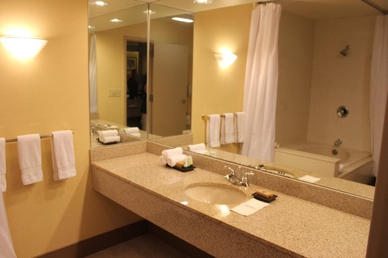 Best Western Premier Grand Canyon Squire Inn : bathroom