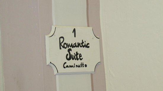 Cortona Suite : Porta de entrada do quarto