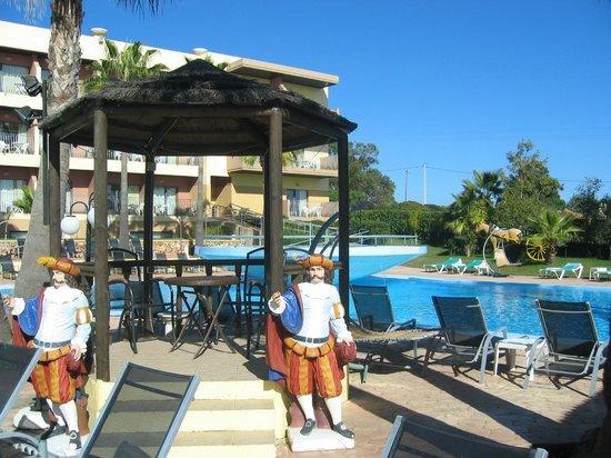 Baia Grande : pool area