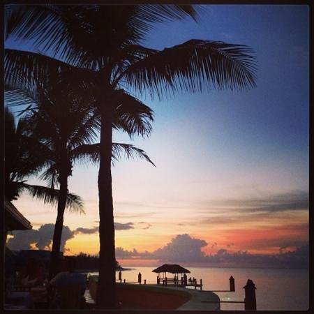 Compass Point Beach Resort: sunset from the restaurant