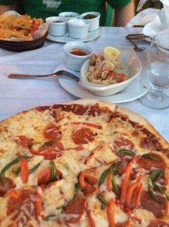 Compass Point Beach Resort: pizza again and chonch fritters...again