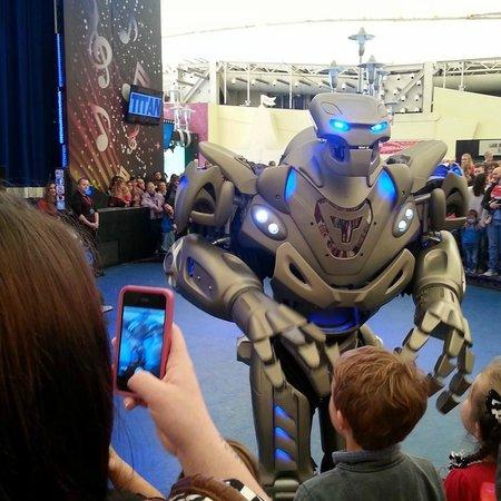 Butlin's Skegness Resort: Titan Robot show - Skyline pavilion