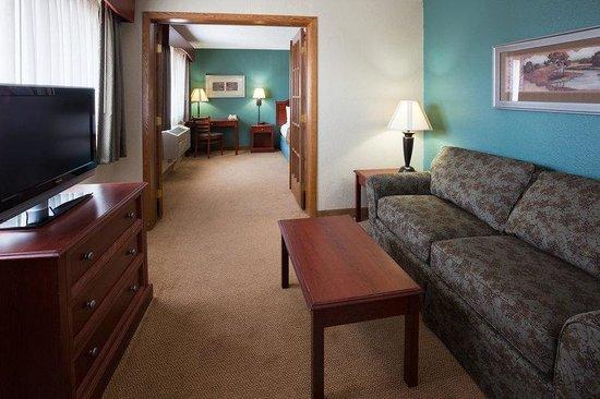 AmericInn Hotel & Suites Chippewa Falls: Americ Inn Chippewa Falls Room Suite