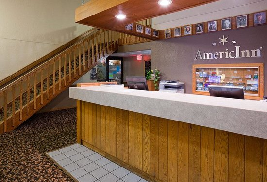 AmericInn Hotel & Suites Chippewa Falls : Americ Inn Chippewa Falls Front Desk