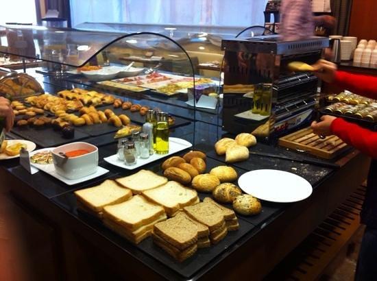 NH Cordoba Califa: Desayuno Buffet
