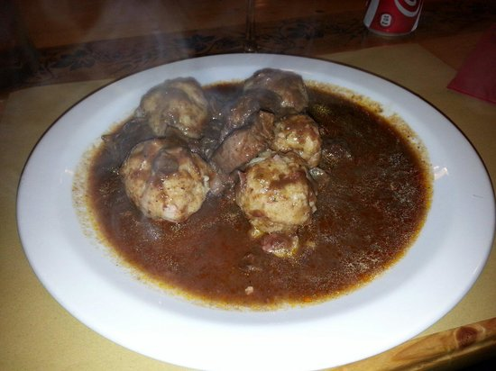 Bier Stube: Gnocchi di pane con goulash