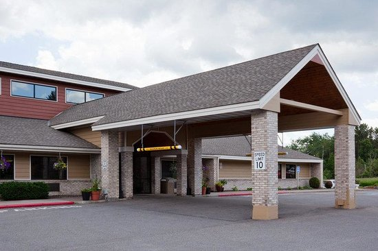 AmericInn Hotel & Suites Duluth South — Black Woods Convention Center: Americ Inn Duluth South Exterior Day