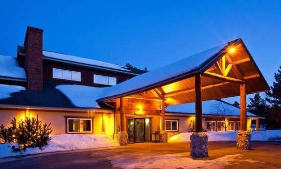 AmericInn Lodge & Suites Pequot Lakes: Pequot Lakes Exterior Night
