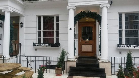 Hyde Park Suites: Frontdoor studios