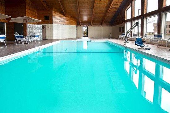 AmericInn Hotel & Suites Bay City: Americ Inn Daytime Pool