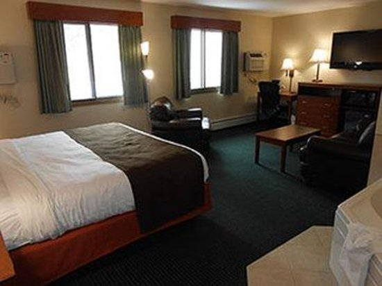 AmericInn Lodge & Suites Cloquet: King Whirlpool Suite
