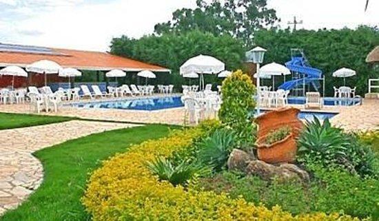 Hotel Fazenda Hipica Atibaia : belo jardim