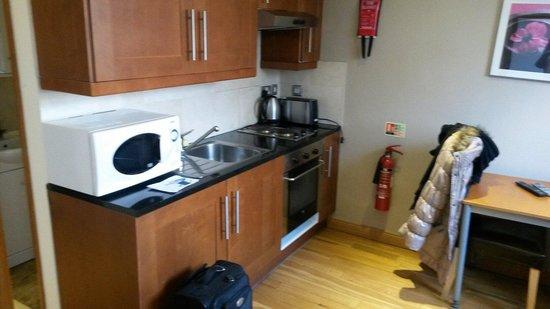 Hyde Park Suites: Kitchen studio
