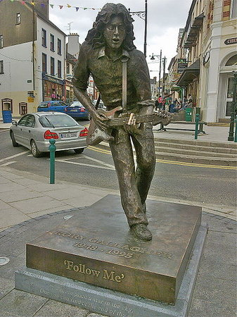 Rory Gallagher Statue in Ballyshannon Town Centre, Ireland   www.rorygallagherfestival.com