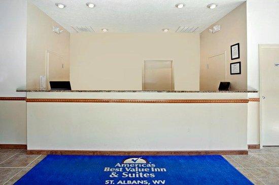 Americas Best Value Inn - St. Albans / South Charleston : Front Desk