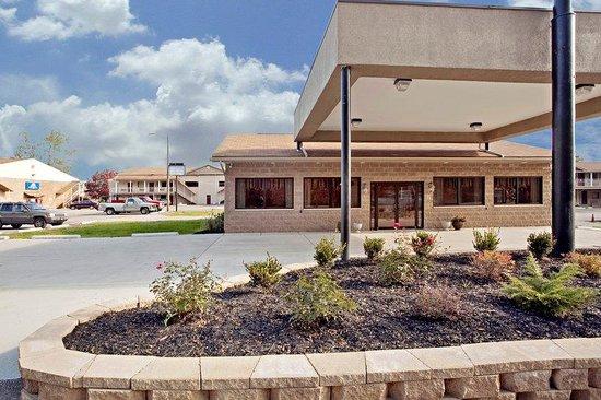 Americas Best Value Inn - St. Albans / South Charleston : Exterior2