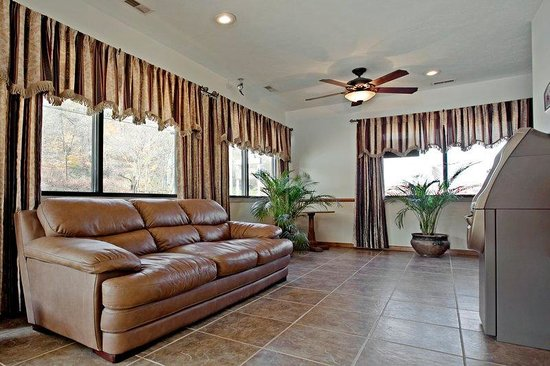 Americas Best Value Inn - St. Albans / South Charleston : Lobby
