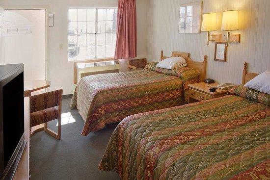 Americas Best Value Inn: Two Queen Beds