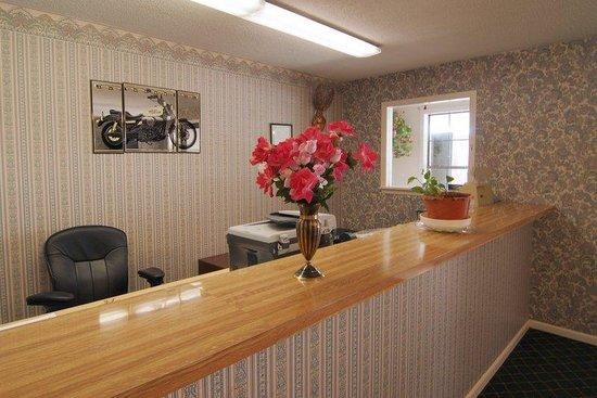 Americas Best Value Inn Stanton: Front Desk