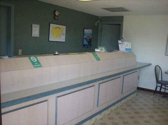 Americas Best Value Inn Ardmore/Elkton: Front Desk