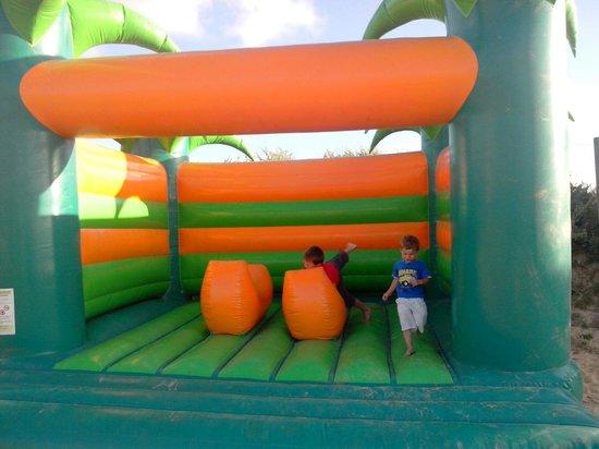 Camping Sandaya Domaine le Midi : Jeux gonflables